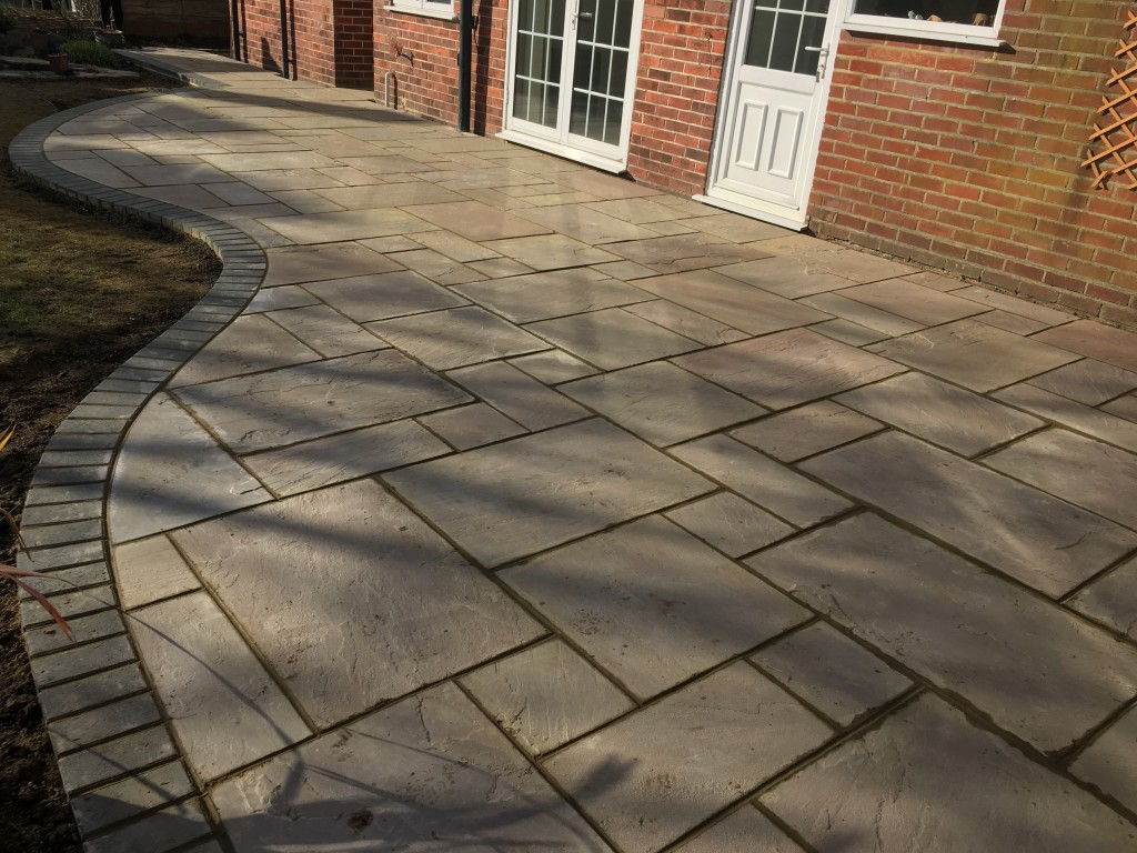 Curved patio with flagstones